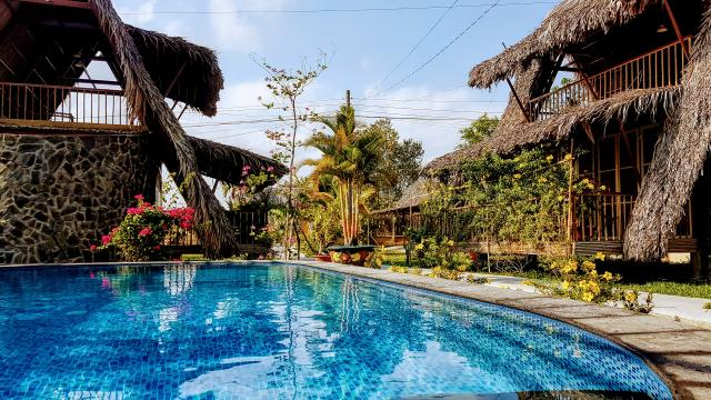 Bungalows and Swimmingpool