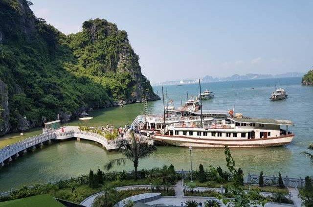 Boat at Dong Thien Cung