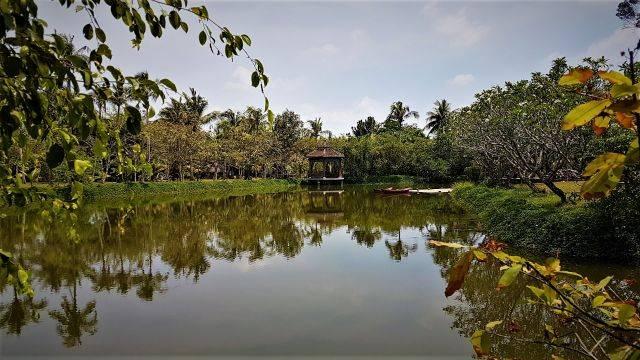 Ao Dai Museum Lake