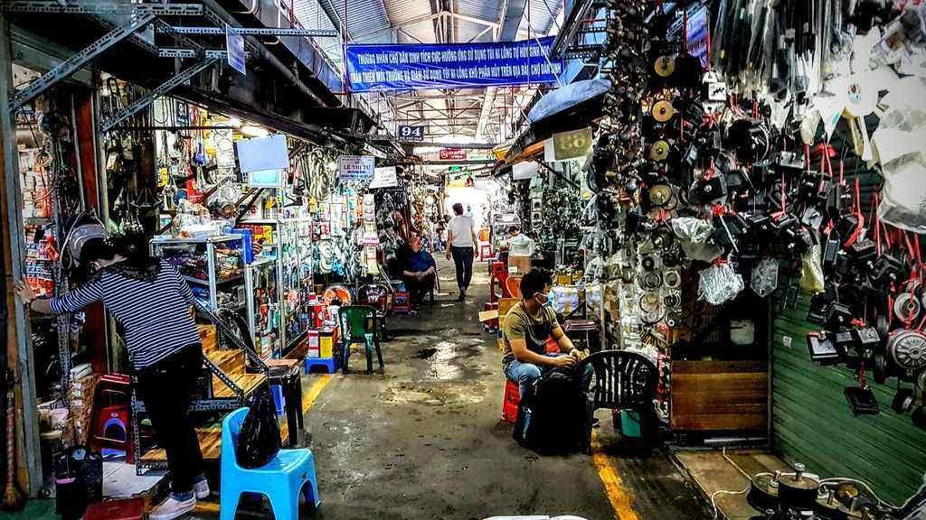 Dan Sinh Yersin Market in Saigon